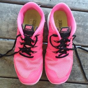 Women's Nike FREE 5.0 size 8.5 HOT PINK